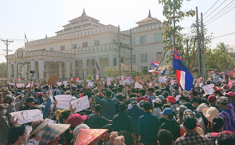 Protest_against_military_coup_(9_Feb_2021,_Hpa-An,_Kayin_State,_Myanmar)_(5).jpg