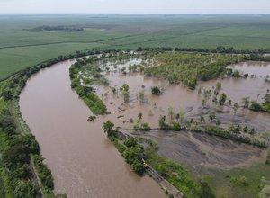 Rio-Coyolate-en-Nueva-Concepcion-Escuintla-inunda-varias-comunidades-del-municipio.-Foto-Padre-Edgar-del-Cid.jpg