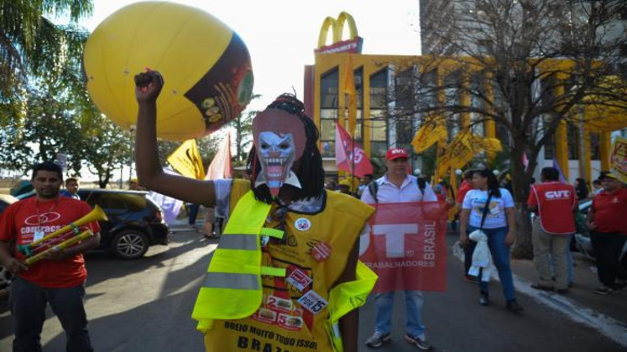 Brazil protest against Mcdonald's_credit_Fabio Rodrigues Pozzebom_Agencia Brasil_http://agenciabrasil.ebc.com.br/en/educacao/noticia/2015-08/mcdonalds-be-testified-against-senate-hearing