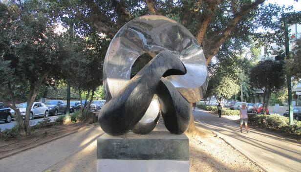 Gordian_Knot_sculpture_by_Gidon_Graetz_in_Tel_Aviv