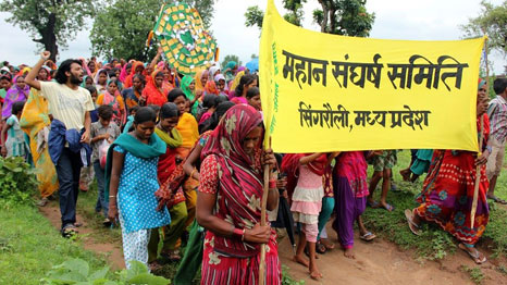 Villagers_march_against_the_proposed_coal_development_in_the_Mahan_forest_photo_credit_Greenpeace