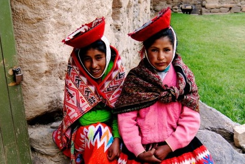 Girls in traditional clothing, photo by Jorge de Cardenas