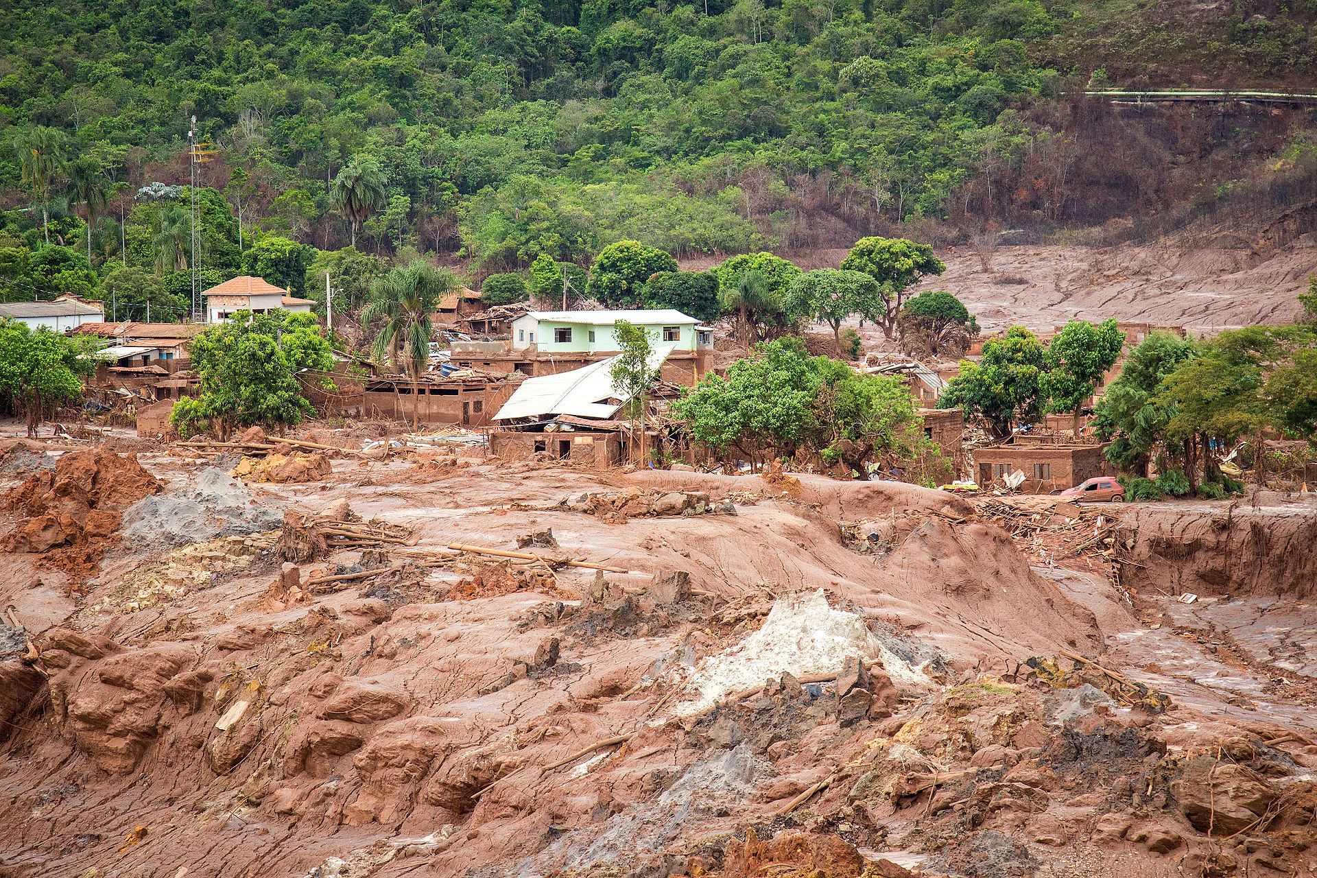 Samarco_dam_collapse_PhotoCredit_Romerito_Pontes_wikicommons