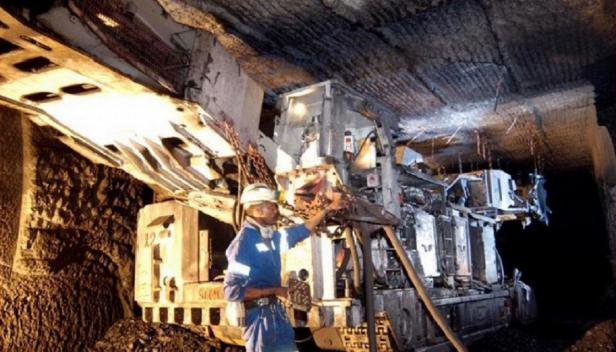Mining in South Africa - credit: Xlxgoggaxlx via CC-by-SA-3.0