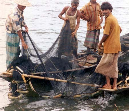 Fishing-credit-By [[user:]] (USAID Bangladesh) [Public domain], via Wikimedia Commons