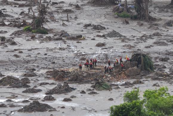Brazil dams disaster_credit_Antonio Cruz Agencia Brasil_http://agenciabrasil.ebc.com.br/en/geral/noticia/2015-11/another-body-engulfed-mud-found-minas-gerais