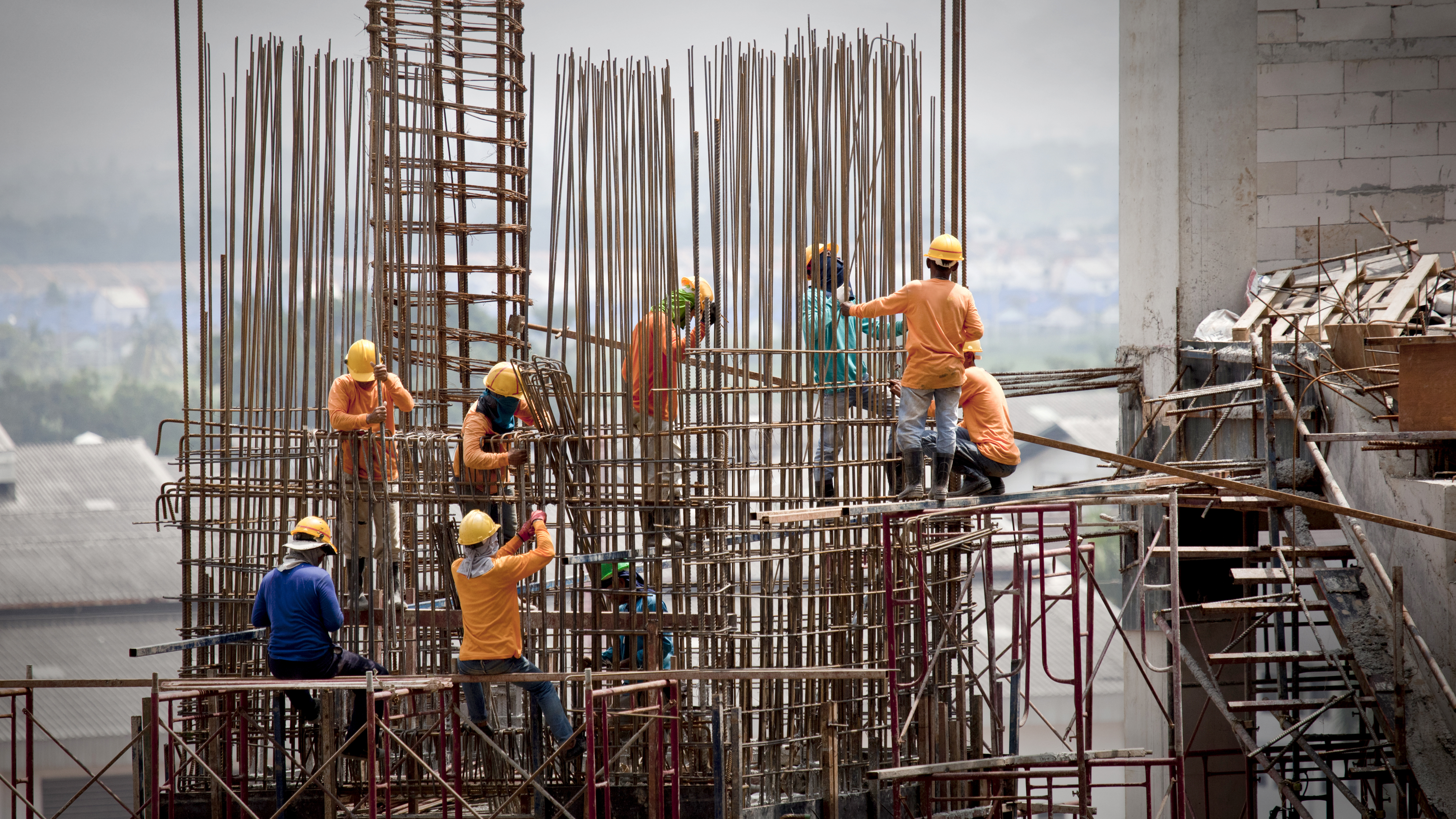 Migrant Workers in Qatar and the UAE | Business & Human Rights