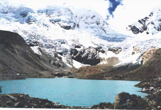 Palcacocha_lake_via_wikimedia_commons