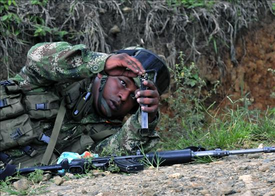 colombian-soldier-security-issues-conflict-zones-credit-globovision