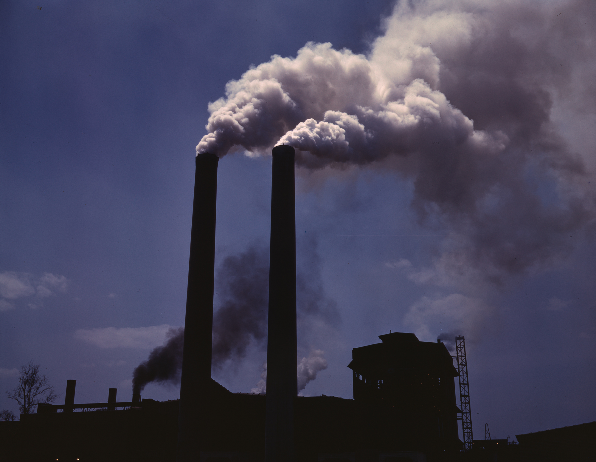 Fossil-fuel-factory-smoke-credit-Alfred-Palmer