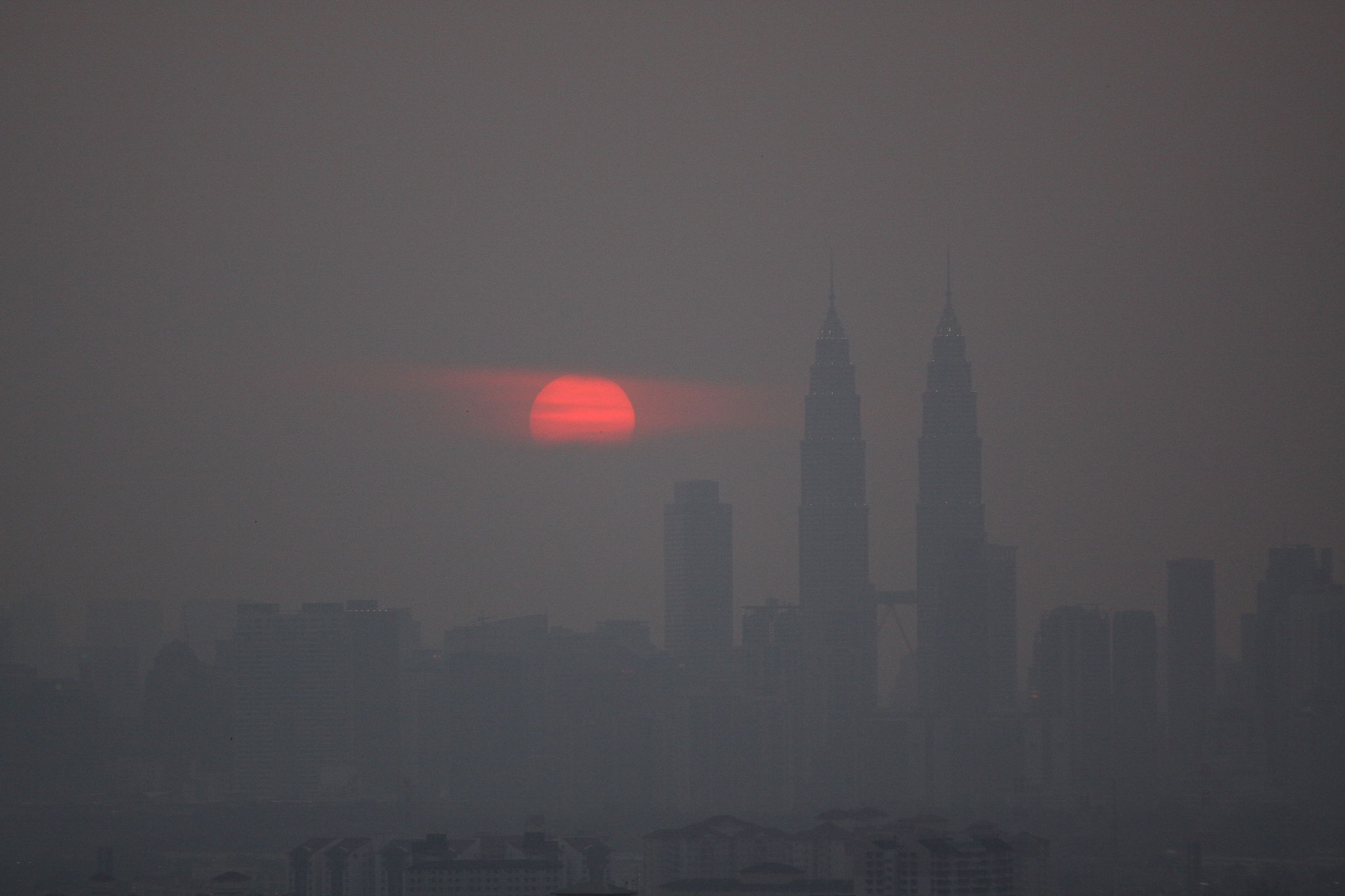 causes and effect of haze In addition, near real-time air quality data (instantaneous) and meteorological  data (hourly average) are provided to distinguish natural from man-made causes .