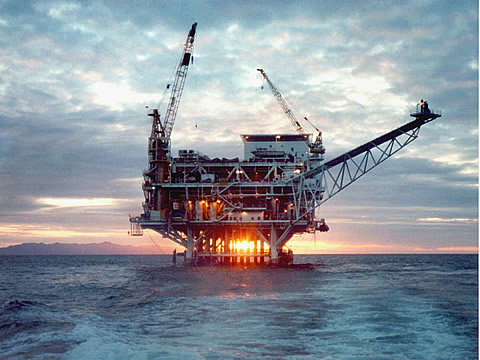 Oil_platform_credit_US_dept_of_energy_via_wikicommons