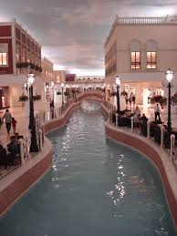 villagio_mall_via_wikimedia_commons