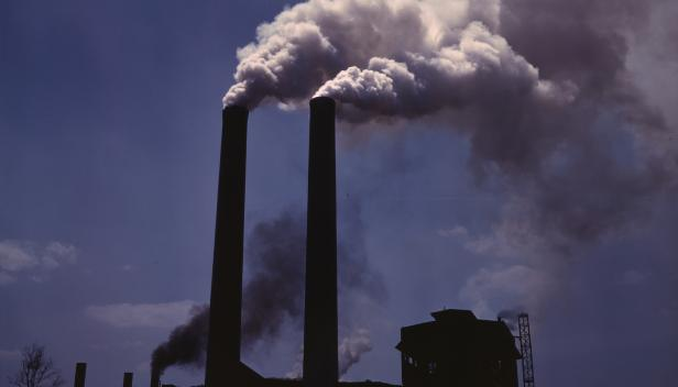 Alfred Palmer - Air pollution from a fossil-fuel power station