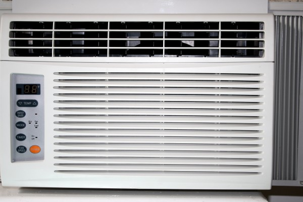 Window air conditioner-credit-http://www.photos-public-domain.com/2011/04/08/window-air-conditioner/